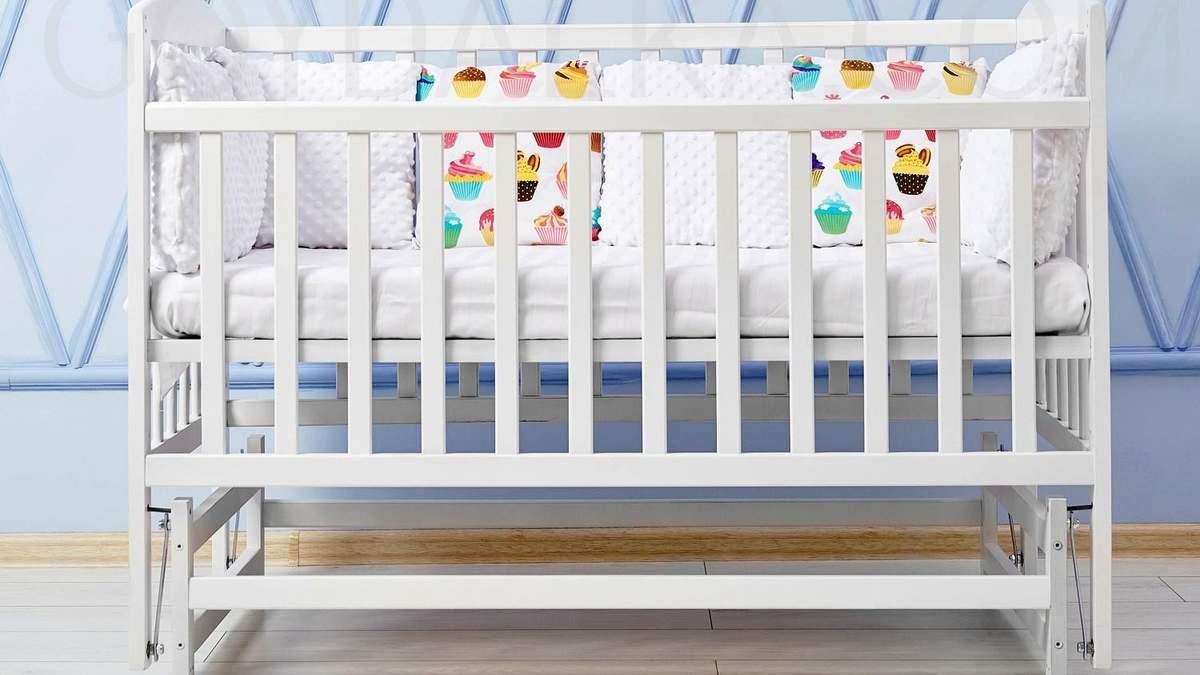 Не отдавайте детскую кроватку: как его переделать