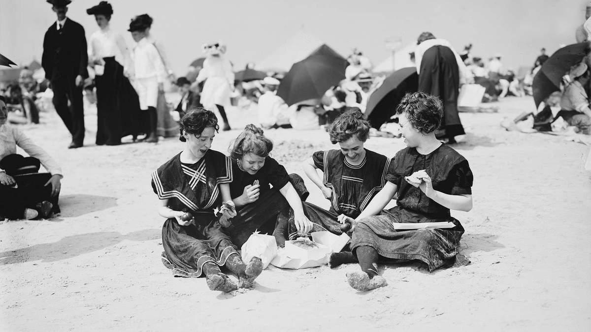 Пляжный отдых 100 лет назад: подборка старых фотографий