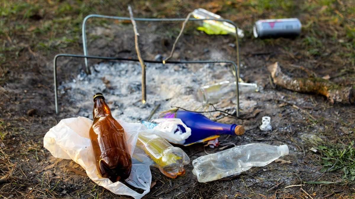Весь мусор в лесу нужно забирать с собой