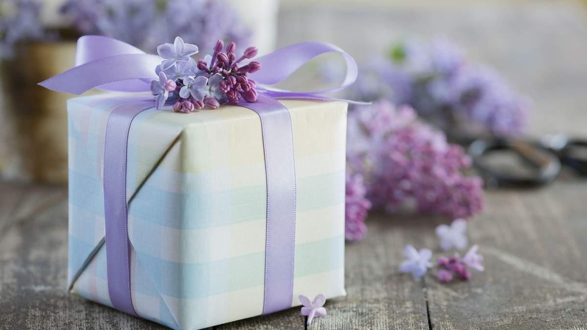 Весняний декор упаковки подарунків