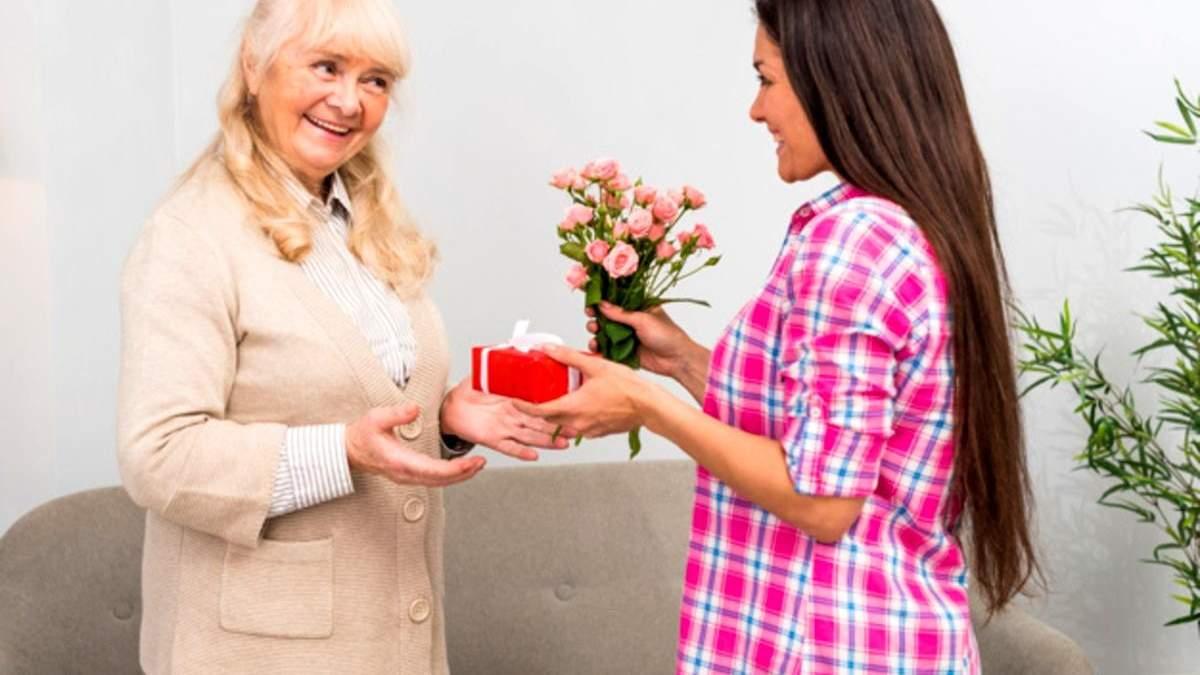 Що подарувати на День матері: 100+ вдалих подарунків на будь-який смак