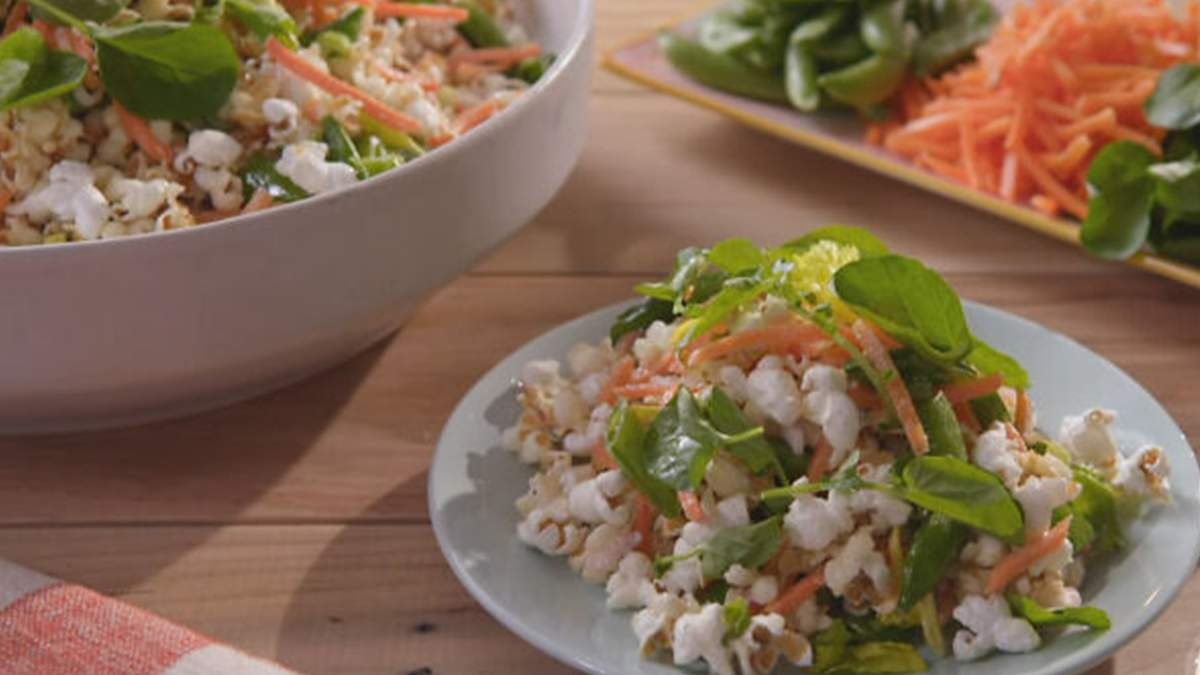 Салат із попкорном: божевільний рецепт, який спантеличив кулінарів