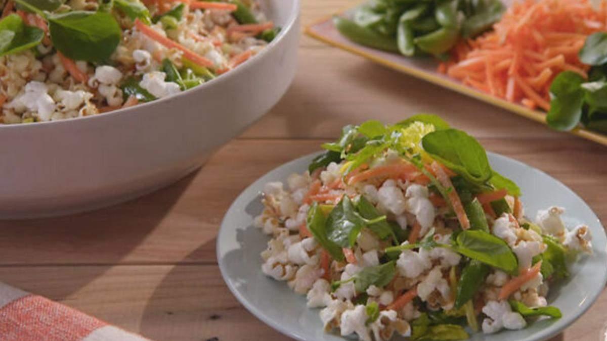 Салат с попкорном: сумасшедший рецепт, который озадачил кулинаров