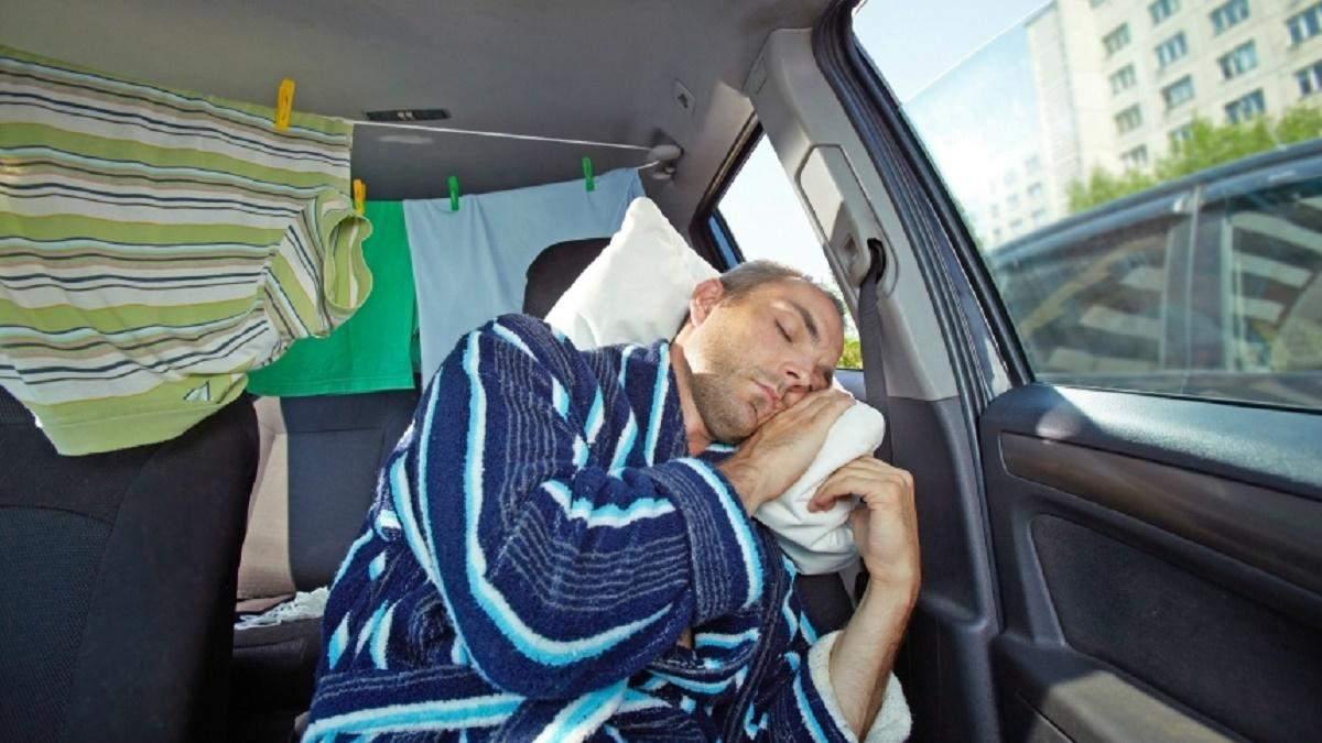 Як перетворити ковдру на зручну подушку: тепер ваша шия не буде терпнути