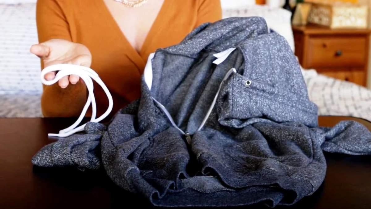 Простий спосіб затягти шнурок в одяг