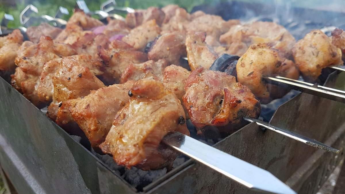 Найсоковитіший шашлик зі свинячого ошийка: покроковий рецепт