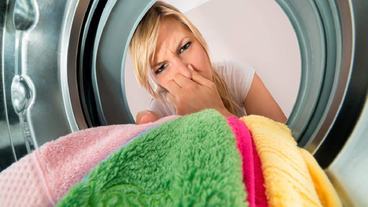 Чому одяг пахне цвіллю після прання: дешевий спосіб забути про неприємний запах