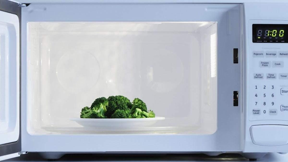 Категорично заборонено: 7 продуктів, які не можна гріти в мікрохвильовці
