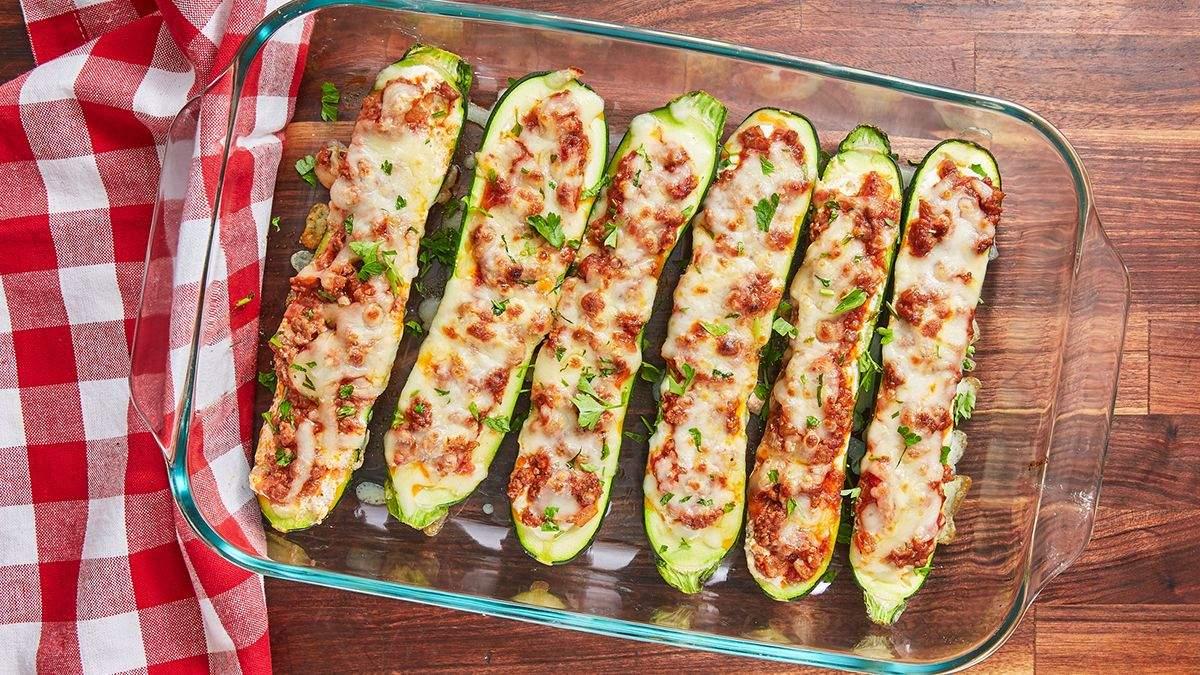 Фаршировані кабачки, запечені у духовці: швидкий рецепт обіду
