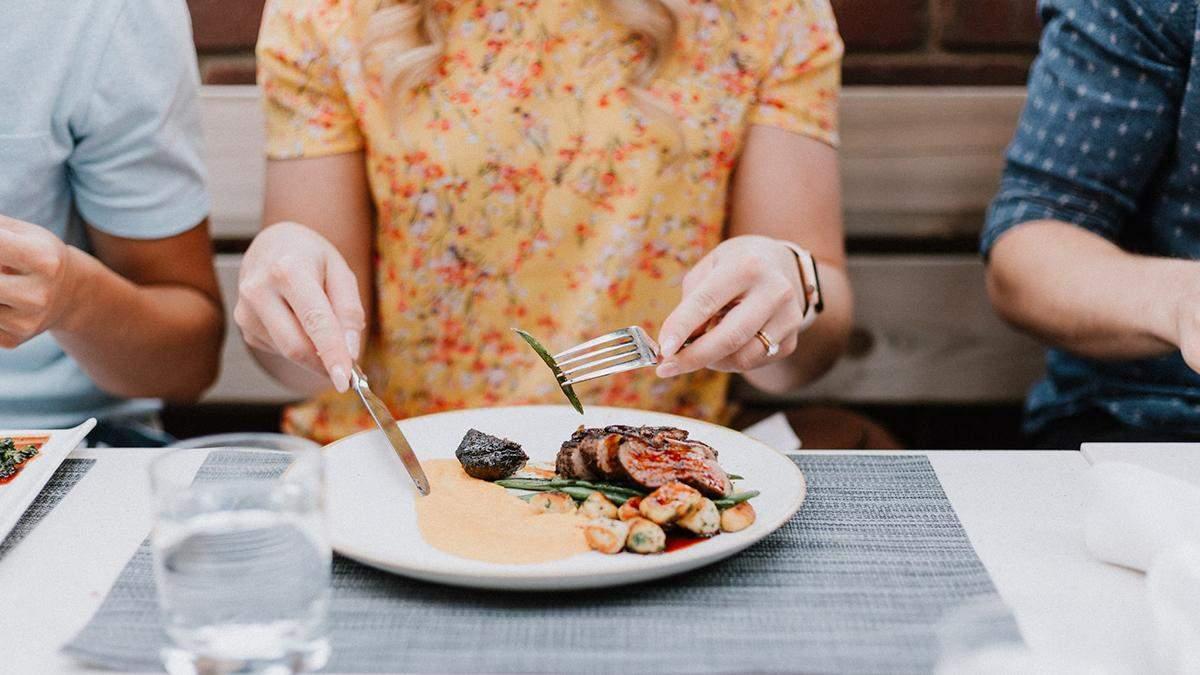 После 18:00 есть можно и нужно: диетолог рассказал, чем ужинать без вреда для фигуры - Идеи