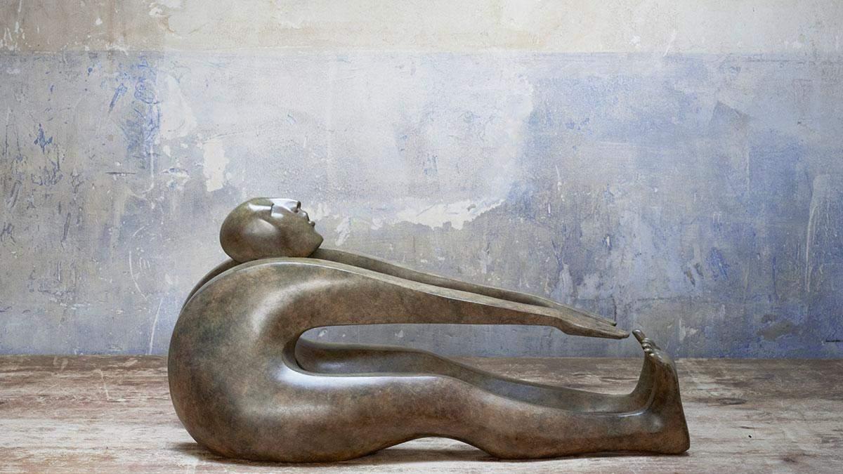 Скульпторка створює динамічні скульптури з бронзи: фото дивовижних фігур - Ідеї