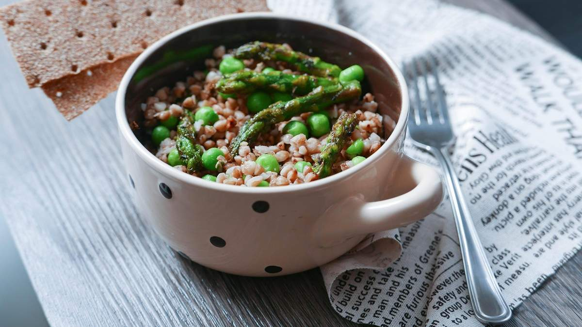 Ризотто з гречки і зеленого горошку: як приготувати незвичайну альтернативу рису