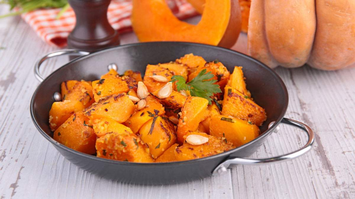 Рецепт смаженого гарбуза з зеленню: оригінальна осіння страва, яка готується 10 хвилин