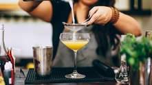 Що подарувати любителям коктейлів: 15 оригінальних ідей – фото