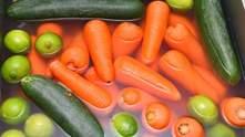 Як правильно мити фрукти та овочі: відеошпаргалка, яка здивувала мережу