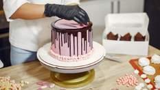 Дивуйте не лише смаком, але й виглядом: як гарно прикрасити торт печивом