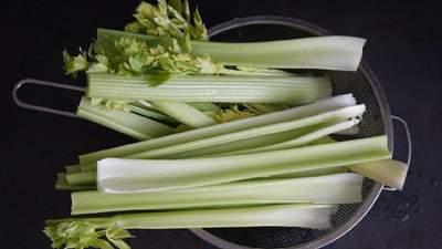 Капучино из сельдерея и не только: что необычного приготовить из овоща