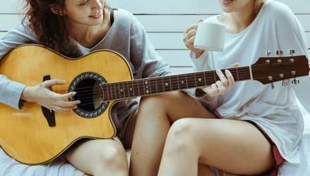 Як навчитися грати на гітарі вдома: покрокова інстукція