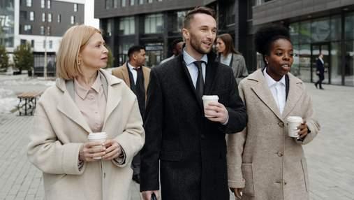 Наліво чи направо: чому чоловіки та жінки носять одяг, що застібається на різні боки