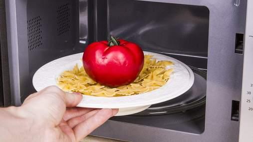 Подбайте про безпеку та здоров'я: посуд та їжа, які не можна нагрівати в мікрохвильовці