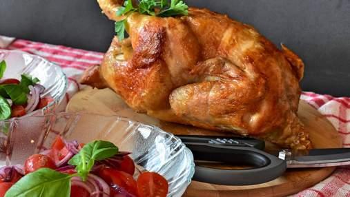 С чесноком или имбирем: секреты сочной курицы