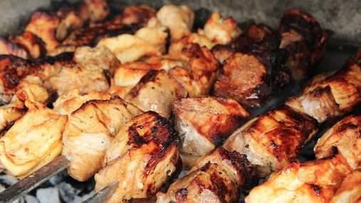 Смачні вихідні з шашликом: 4 напрочуд вдалих маринади для м'яса