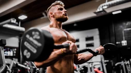 Додайте до тренування ці 4 вправи, щоб якнайшвидше накачати м'язи грудей: відео