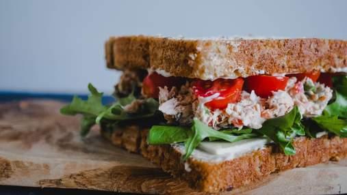 Снідайте правильно: рецепт бутерброда з тунцем і яйцем пашот нашвидкуруч
