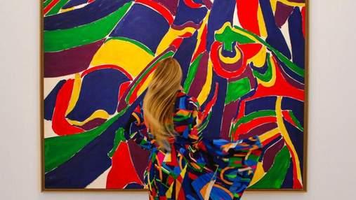 Женщина подбирает образы, что идеально подходят к произведениям искусства: результат захватывает