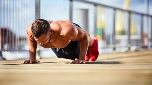 Тренер показал 4 упражнения для рельефной груди: видео домашней тренировки