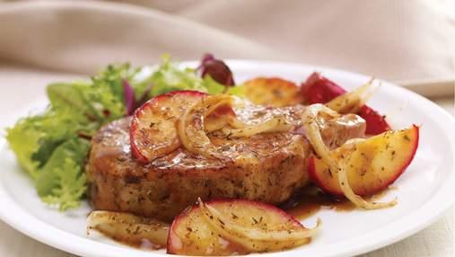 Імбирна свинина з яблуками: оригінальний рецепт стейка на вечерю