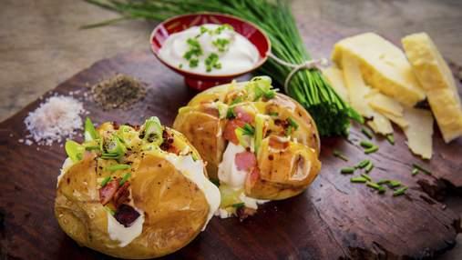 Секрет – у сирі та помідорах: нестандартна ідея, як запекти картоплю